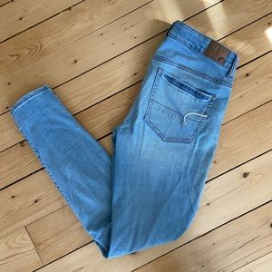 American eagle light washed jeans
